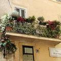 220px-Balcony_in_Rome