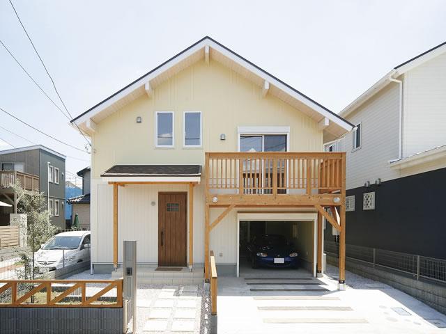 お客様の声 No.08:アウトドア夫妻が惚れ込んだ 無垢材で建てたロッジ風の家