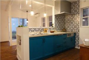 現役ママのアイデアやセンスを凝縮 素朴でおしゃれなデザイン空間「ママカフェの家」